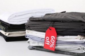 tags--discounts--clothes--pile-of-clothes_3305162